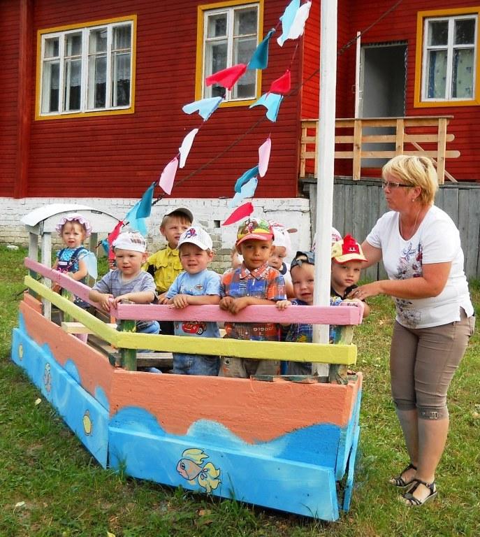 Кораблик своими руками на участке детского сада